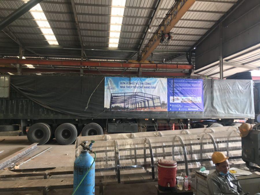 Vật tư được tập kết tại một công trình nhà xưởng